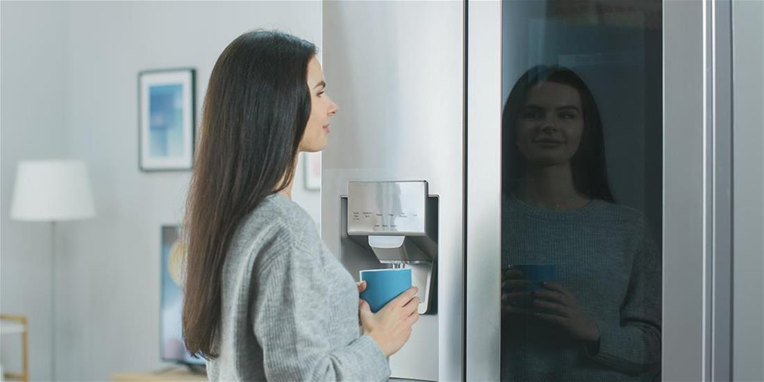 Fridge with smart panel